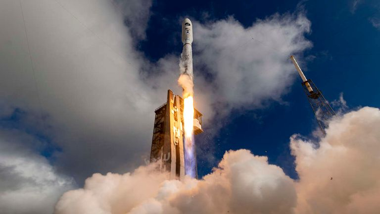 A United Launch Alliance (ULA) Atlas V 501 rocket carrying the USSF-7 mission for the US Space Force launches. Pic: ULA