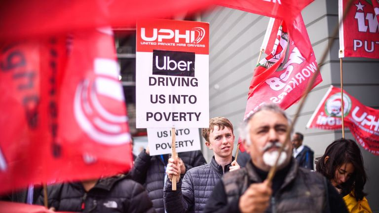 Government facing lawsuit over 'gig economy' workers