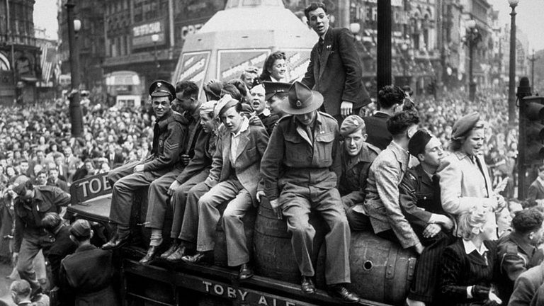 8th May 1945: A van load of beer passing through Piccadilly Circus on VE Day. The statue of Eros, protected during the war by advertising hoardings, can be seen in the background.