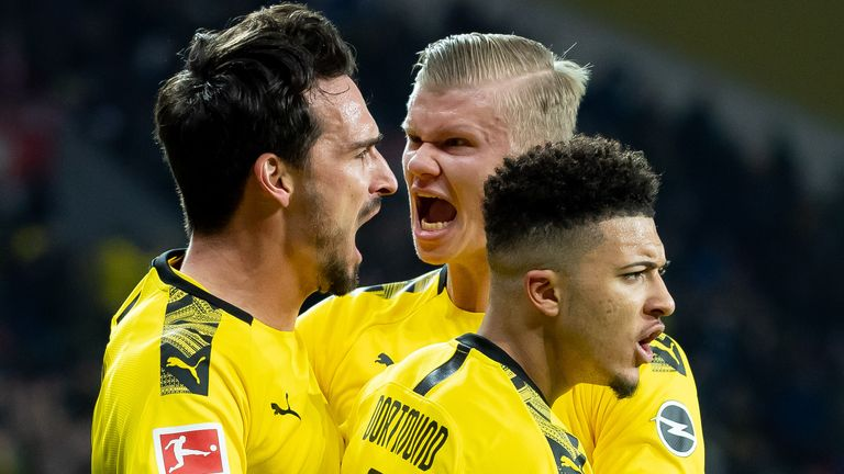 Mats Hummels of Borussia Dortmund with Erling Haaland of Borussia Dortmund and Jadon Sancho of Borussia Dortmund celebrates after scoring his team's first goal during the Bundesliga match between Bayer 04 Leverkusen and Borussia Dortmund at BayArena on February 8, 2020 in Leverkusen, Germany.