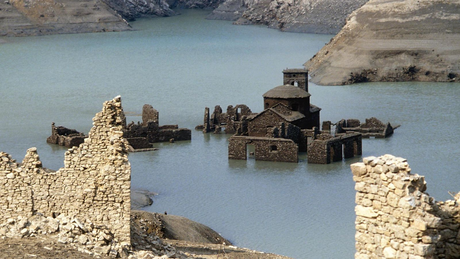 Fabbriche di Careggine: Ancient village submerged since 1994 could ...