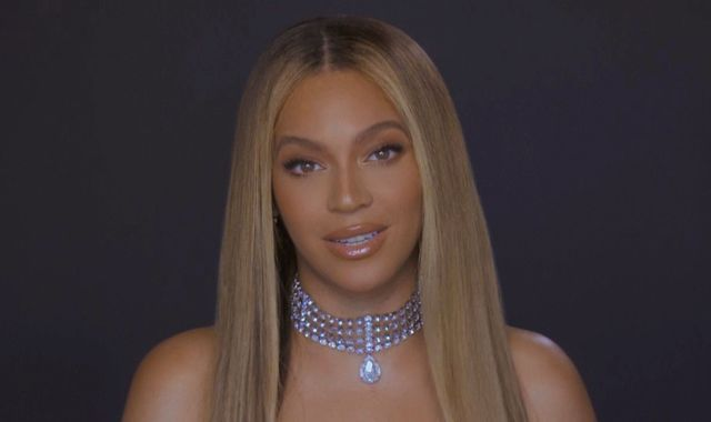 Beyonce's plea to US voters as she accepts humanitarian award from Michelle Obama