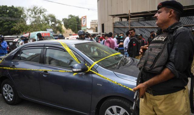 Gunmen open fire at Pakistan stock exchange