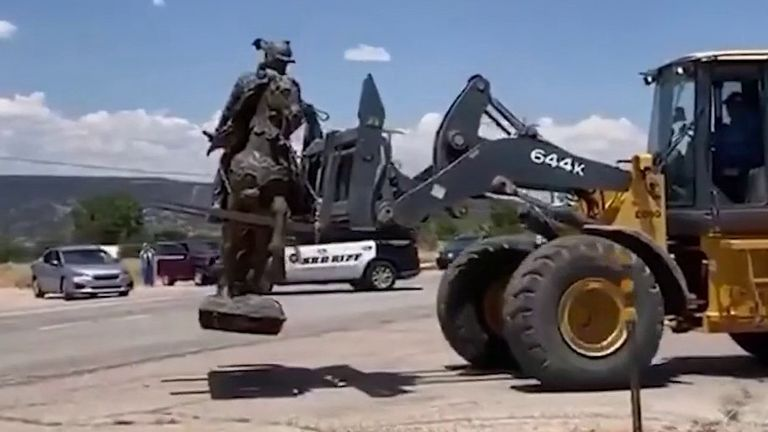 Controversial statue is removed in Albuquerque