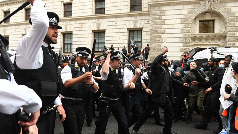 Police move protesters back in Whitehall