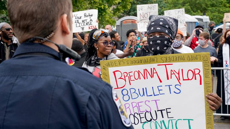 The protest against the death of Breonna Taylor in Louisville, before a shooting