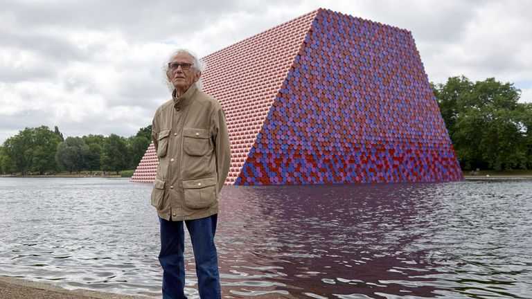 Bulgarian artist Christo Vladimirov Javacheff, better known as 'Christo', poses for a photograph as he unveils his artwork, 'The Mastaba' on the Serpentine lake in Hyde Park in London on June 18, 2018. - Christo's first UK outdoor work is a 20m high installation made from over 7000 coloured, horizontally stacked barrels on a floating platform. (Photo by NIKLAS HALLE'N / AFP)