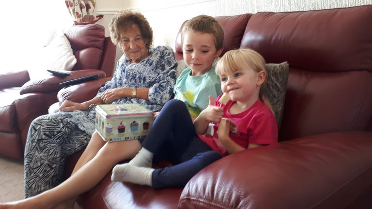 """Marie Heath entertains her great-grandchildren with """"TV & Treats"""" in Solihull. 13/06/2020."""