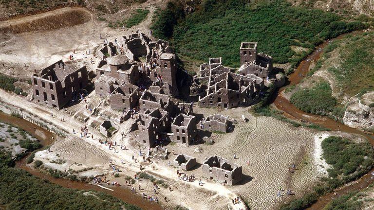 Fabbriche di Careggine: Ancient village submerged since 1994 could ...