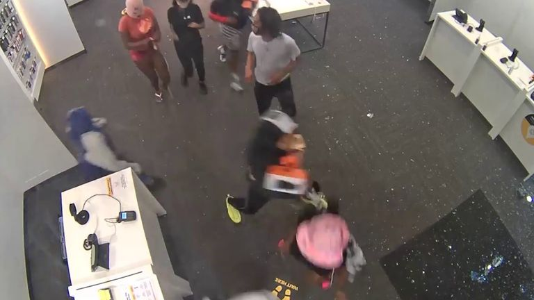 Looters take mobile phones and other devices from store in Florida