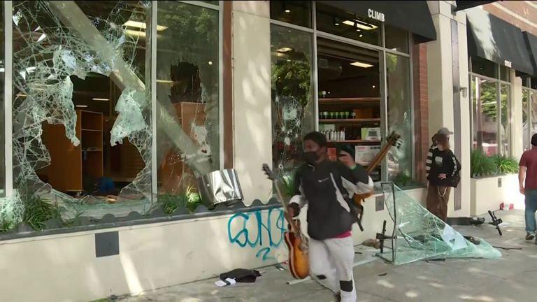 los angeles curfew looting shops destroyed