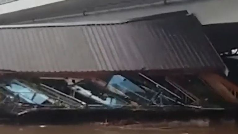 Flooding sends buildings into bridge in Serbia