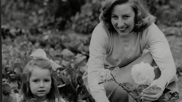 Vera Lynn And Her Daughter Virginia In Their Garden in 1949. Pic: ANL/Shutterstock