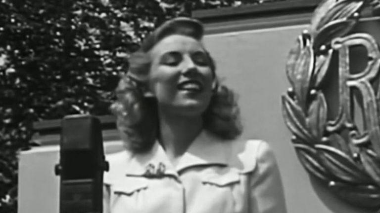 Dame Vera Lynn in 1943