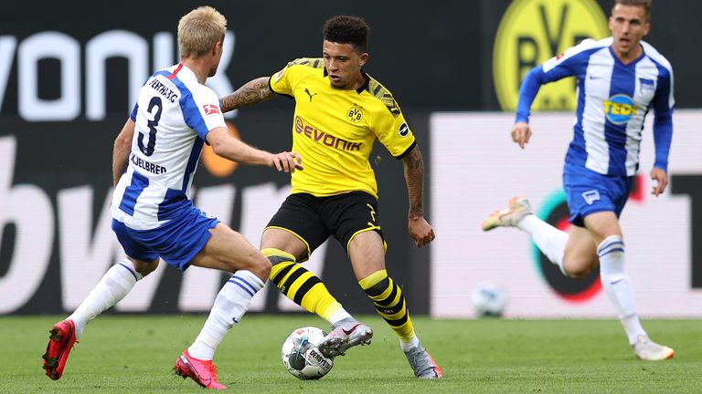 DORTMUND, GERMANY - JUNE 06: Jadon Sancho of Borussia Dortmund battles for the ball with Per Ciljan Skjelbred of Hertha BSC during the Bundesliga match between Borussia Dortmund and Hertha BSC at Signal Iduna Park on June 06, 2020 in Dortmund, Germany. (Photo by Lars Baron/Getty Images)