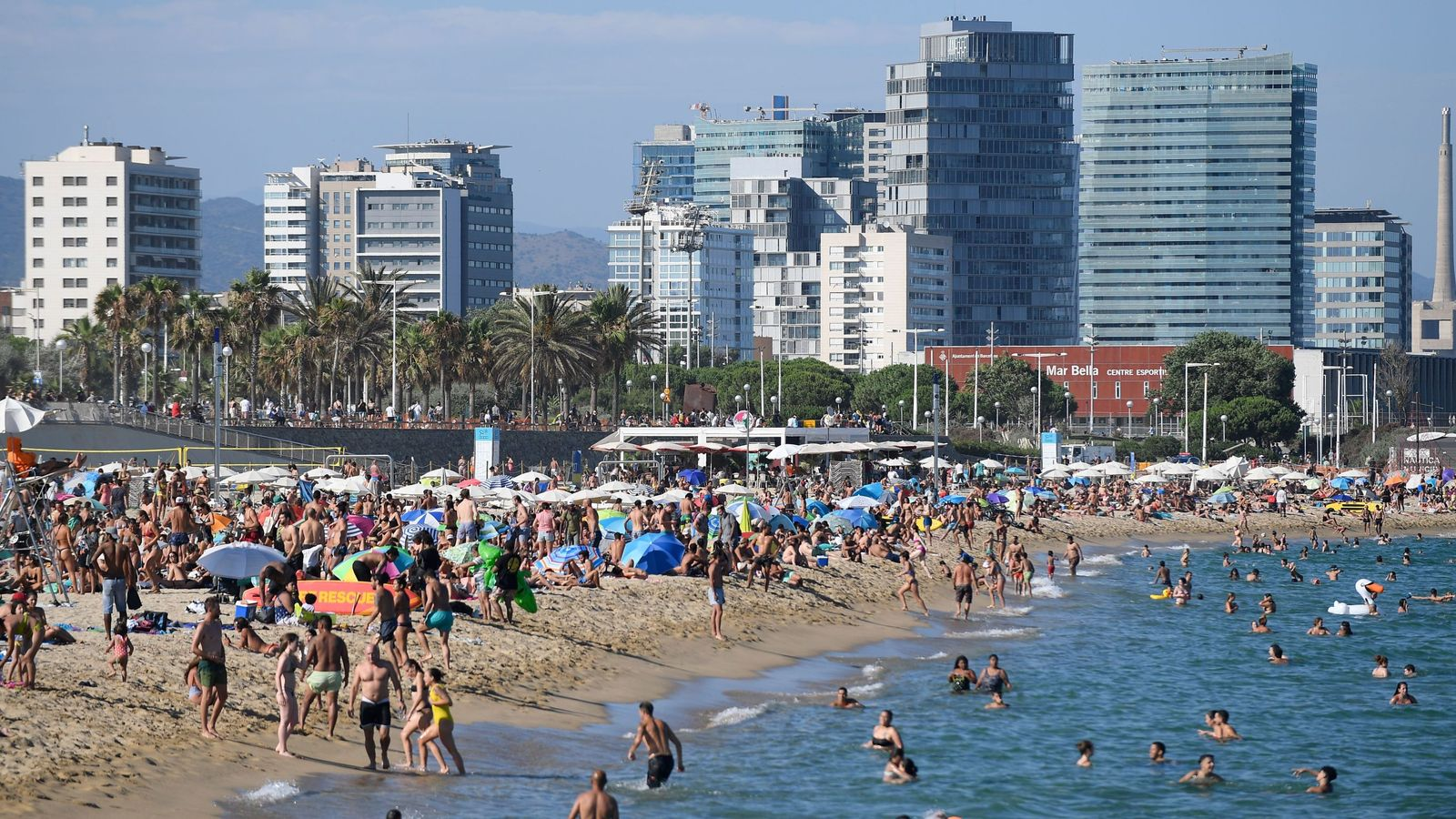 coronavirus barcelona beaches packed after fed up locals ignore stay at home advice amid covid 19 spike world news sky news coronavirus barcelona beaches packed