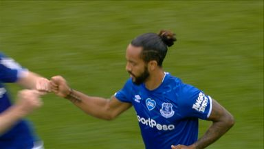 Walcott breaks Villa hearts! (87)