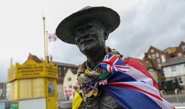 Statue of Scouts founder Robert Baden-Powell back on display after target list threat
