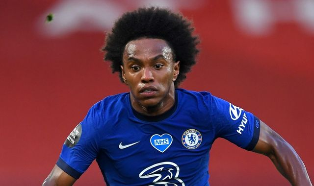 Arsenal make Willian three-year contract offer