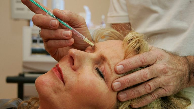 BERLIN - JANUARY 29: A doctor injects a patient with Botox at a cosmetic treatment center January 29, 2007 in Berlin, Germany. Over 50,000 people in Germany receive the treatment every year and its popularity is rising, despite warnings from health specialists over the nerve toxin?s side effects. (Photo by Andreas Rentz/Getty Images)