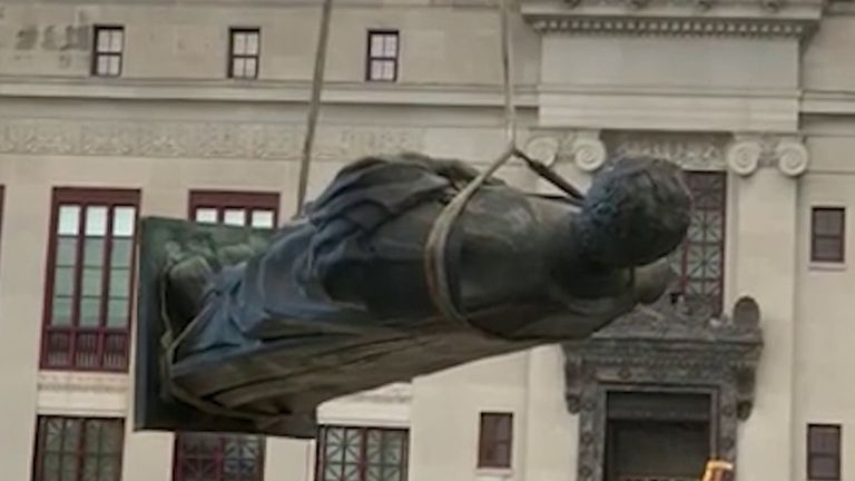 Christopher Columbus statue is removed from outside Columbus City hall in Ohio