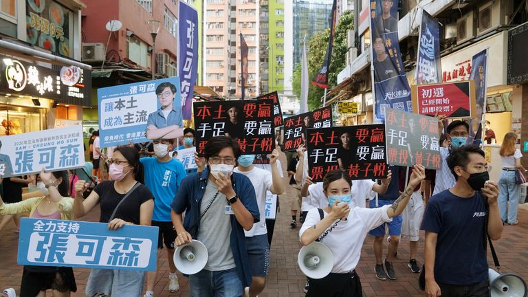 Sam Cheung Ho Sum and Wong Ji Yuet led a march to campaign for the primary election