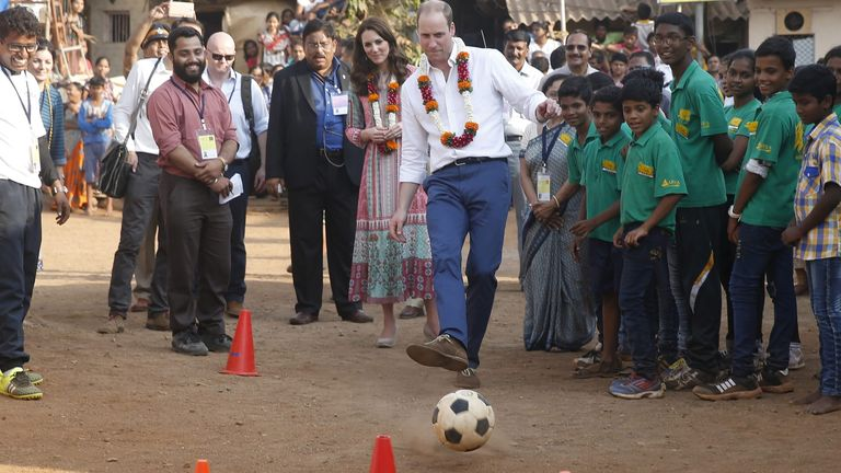 Prince William shows off his skills in Mumbai in 2016