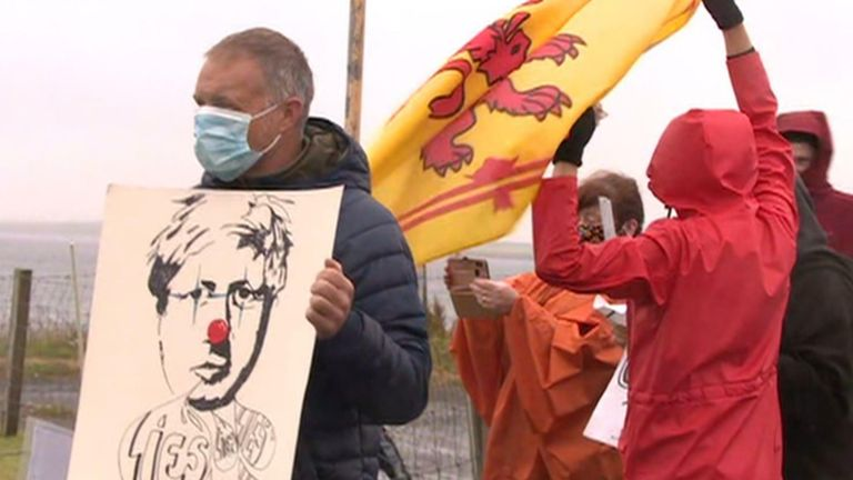 Protesters heckle PM