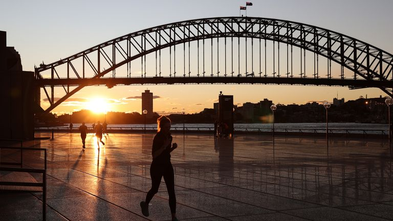 Travellers into New South Wales from Victoria will face fines