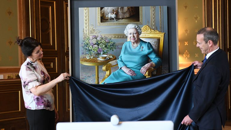 MiriamEscofet (left) unveils her portrait of the Queen with Sir Simon McDonald at the Foreign Office. Pic: Crown Copyright