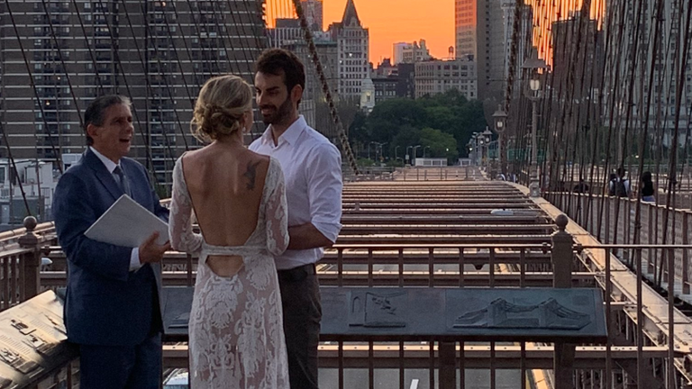 The couple married on Brooklyn Bridge. Pic: @nevona