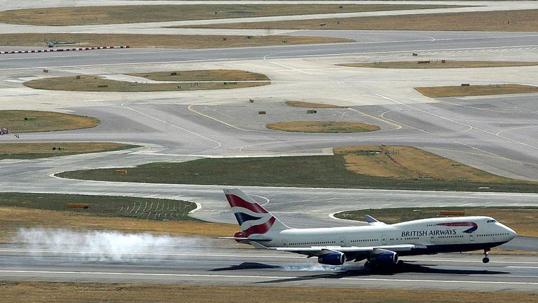 A 747 lands at Heathrow in 2006
