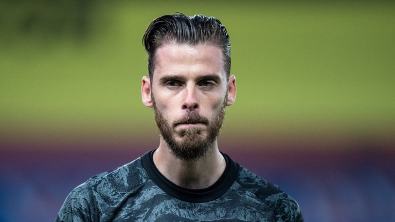 Former Manchester United goalkeeper Mark Bosnich says Dean Henderson is putting pressure on David de Gea for the No 1 jersey at Old Trafford