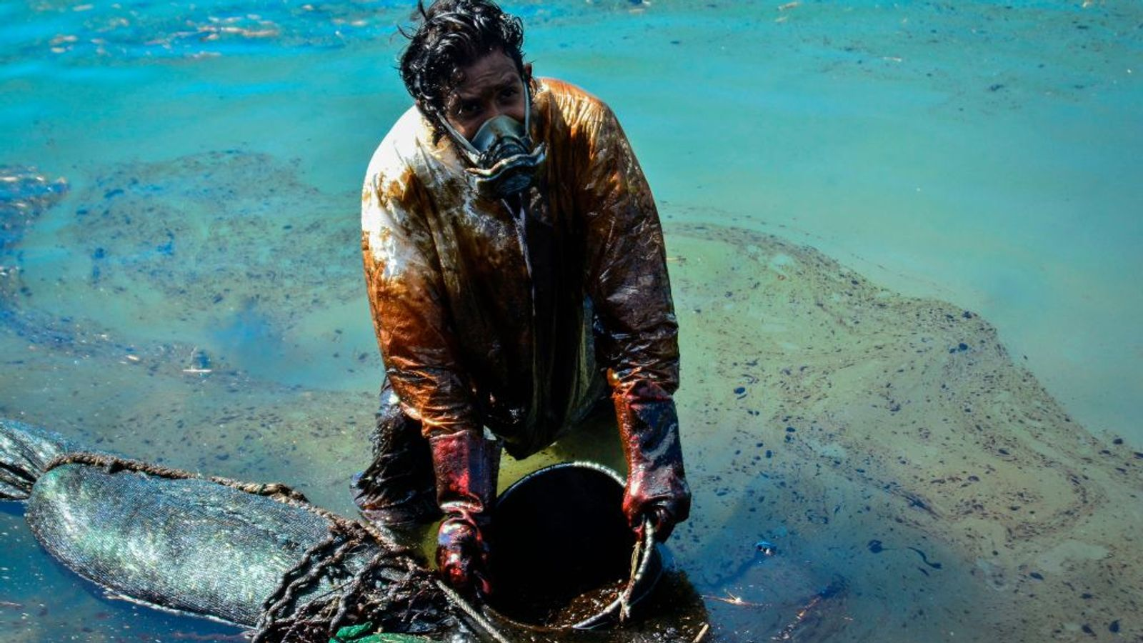 Mauritius oil spill: Ship operator apologises after island nation declares environmental emergency