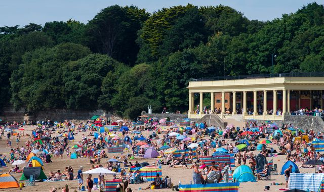 UK weather: Health alert issued as Britain prepares for another scorcher this weekend