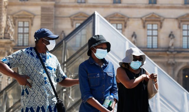 Coronavirus: Paris imposes face masks along the River Seine and in other outdoors areas