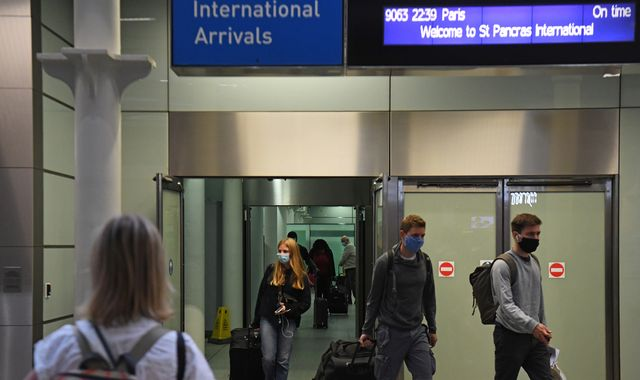 Coronavirus: Britons join desperate scramble back from France with hours until quarantine deadline