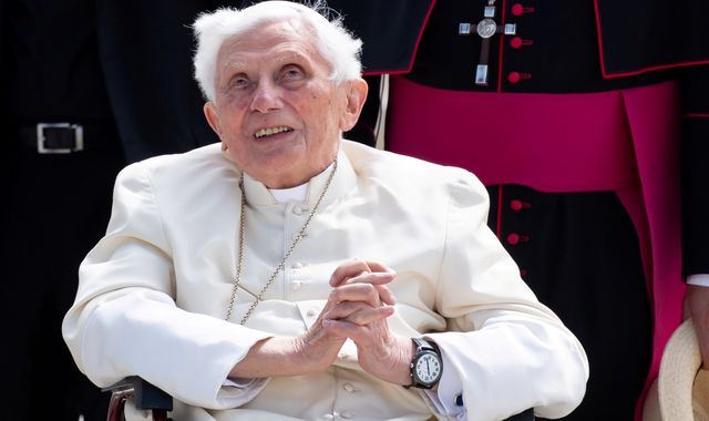 Former Pope Benedict XVI 'ill with shingles' - reports