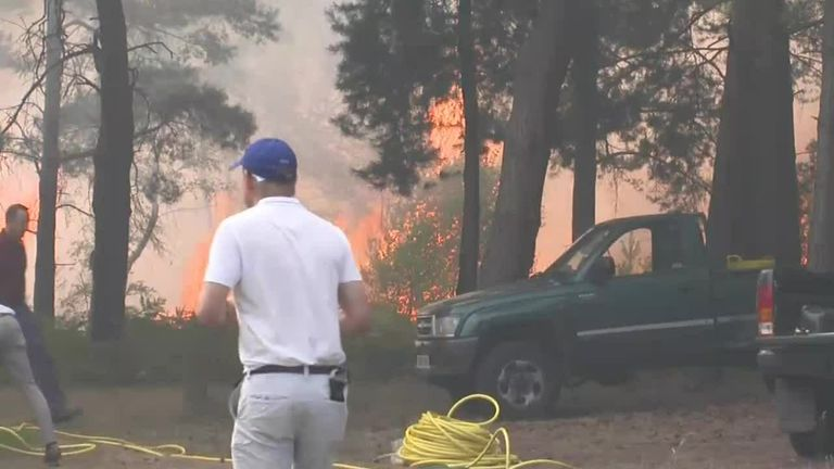A fire at Wentworth Golf club has suspended play during the grand final of the Rose Ladies Series.