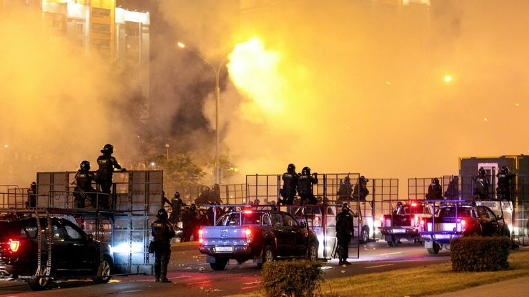 Riot police disperse protesters in Minsk