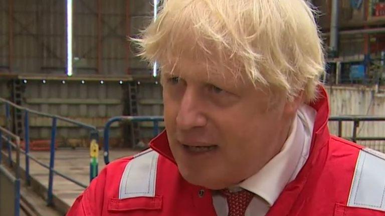 Boris Johnson n'est pas satisfait des suggestions selon lesquelles la BBC pourrait couper les paroles des chansons de Last Night Of The Proms