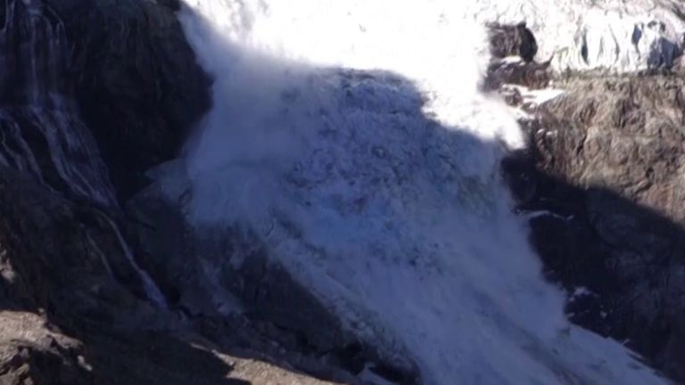 Swiss glacier collapses before eyes of tourists