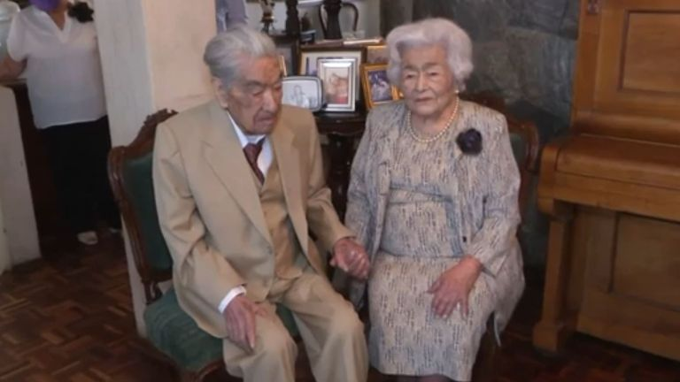 Julio Mora and his wife Waldramina Quinteros have been crowned the world's oldest married couple by the Guinness World Record.