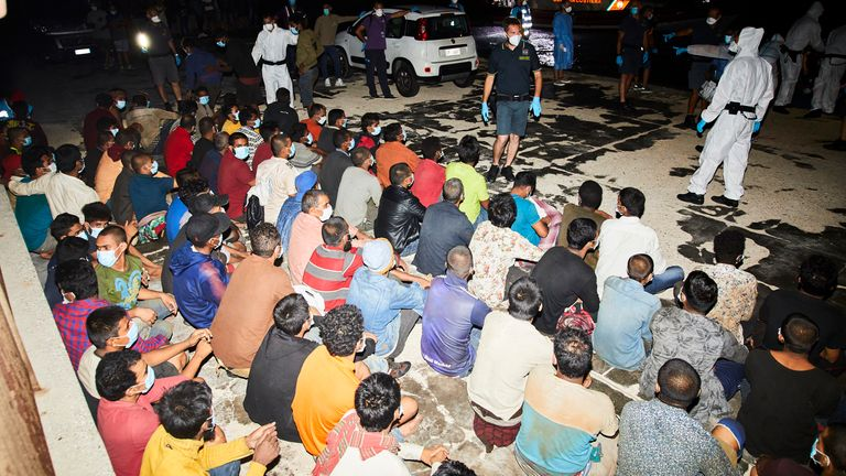 A fishing boat with 450 migrants arrived on Lampedusa on Saturday night