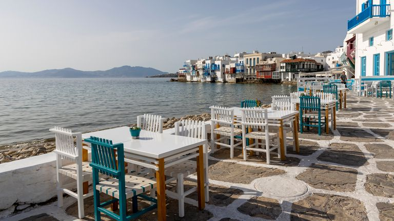 Bars, cafes and restaurants have been given new restrictions in Mykonos