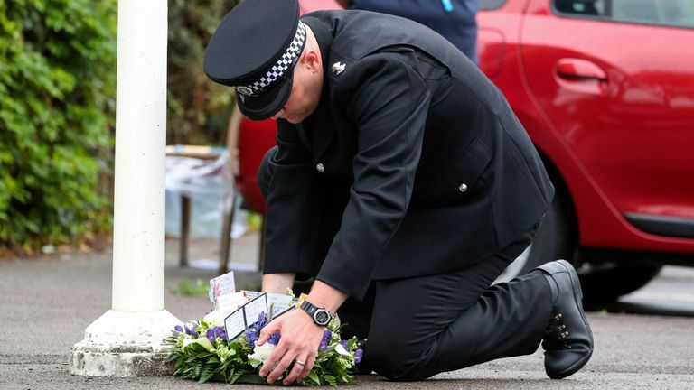 Inspector Al Hawkett laid a floral tribute at Newbury Police Station