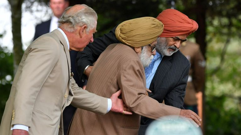 Prince Charles helps 97-year-old veteran Darbara Singh Bhullar lay a wreath