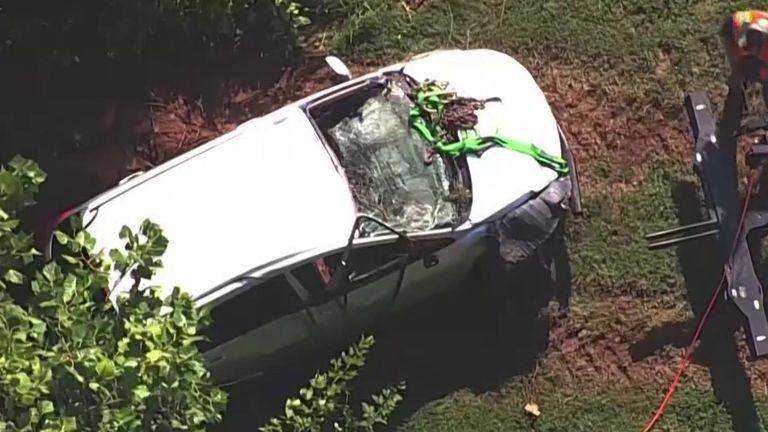 Car recovered from large sinkhole in US