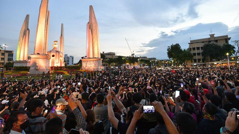 احتجاجات تايلاند: لماذا يحتج الشعب التايلاندي وما مغزى ذلك؟  |  اخبار العالم