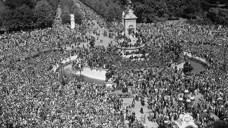 Crowds gathered in London to see King George as he opened Parliament on 15 August 1945